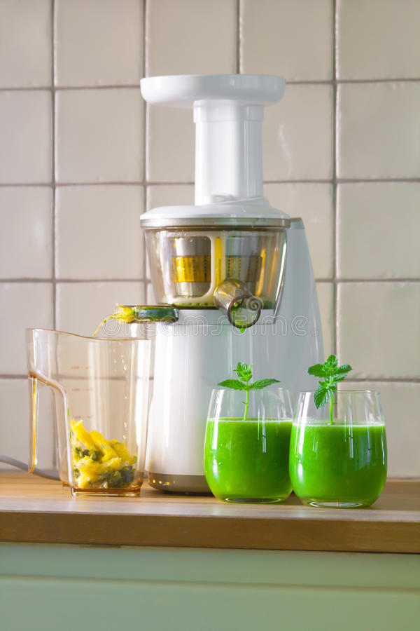 Slowjuicer and wheatgrass juice royalty free stock photo