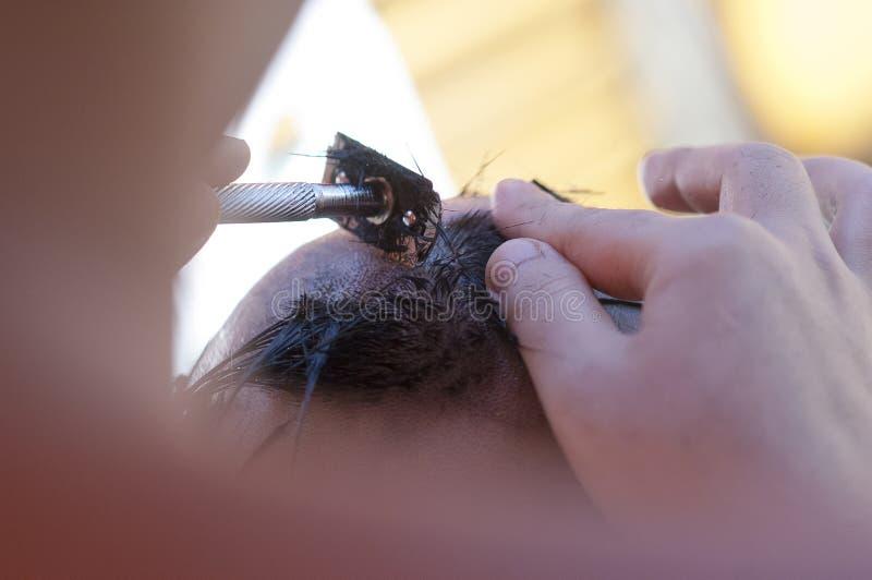 Sluit een mensen shaveling hoofd vóór stijgen naar de tempel stock fotografie