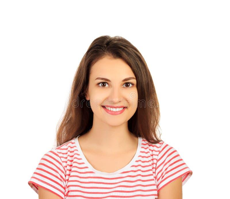 Sluit en portret die van jong vrolijk mooi meisje met lang haar, in camera met gelukkig en ontspannen gezicht expre glimlachen om stock afbeelding