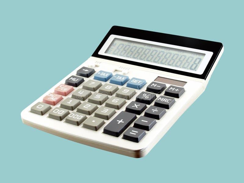 Sluit enige witte digitale calculator met blauwe belasting berekenen omhoog knoop die op blauwe achtergrond wordt geïsoleerd royalty-vrije stock afbeeldingen