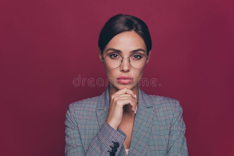 Sluit foto omhoog mooie verbazende zaken zij haar de kincarrière van het damewapen de vindingrijke investeerder van de financierp royalty-vrije stock fotografie