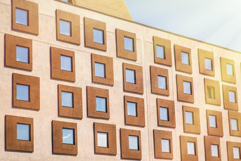 Sluit glas omhoog de bouwtoren moderne voorgevel, abstracte achtergrond, textuur financieel bureau en bezinningsvenster aan hemel royalty-vrije stock foto's