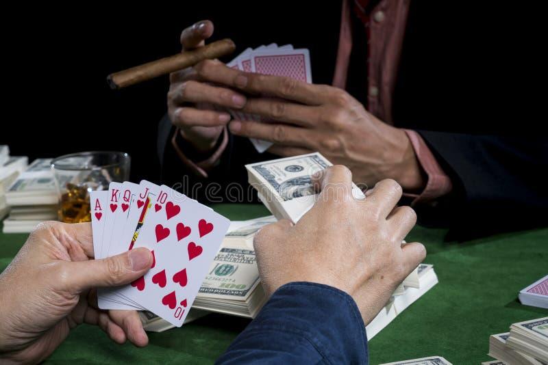 Sluit gokker zet weddenschappen en goed houdt zich rechtstreeks gelijk in a stock foto