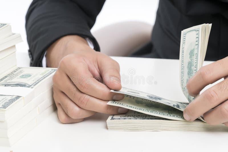 Sluit handen van de jonge bankbediende telt omhoog bankbiljetten royalty-vrije stock foto's