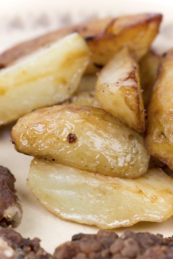 Sluit macro omhoog gebraden jonge aardappels royalty-vrije stock foto's