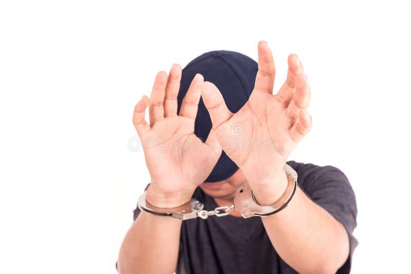 Sluit mens met handcuffs op handen op witte backgroun omhoog wordt de geïsoleerd die stock fotografie