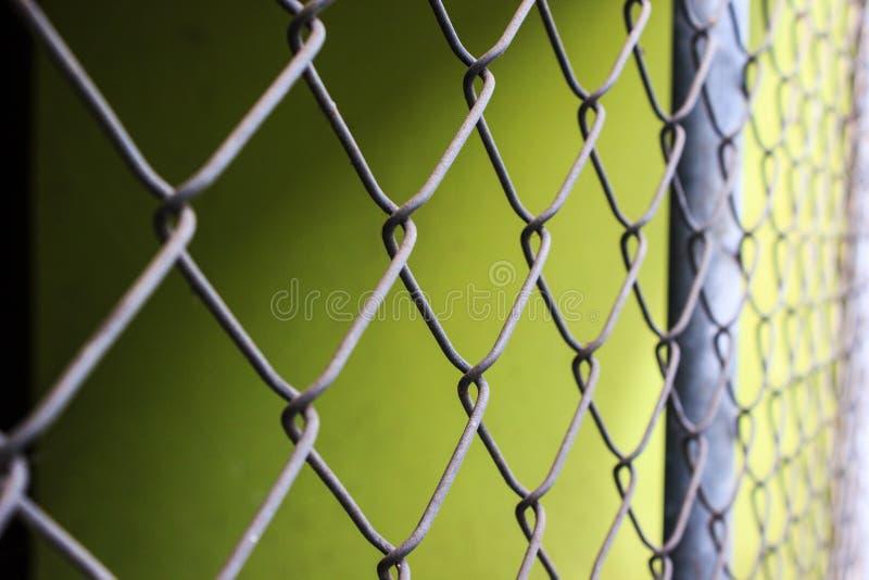 Sluit metaal van het ketting-verbinding omhoog de achtergrond omheiningspatroon stock foto's