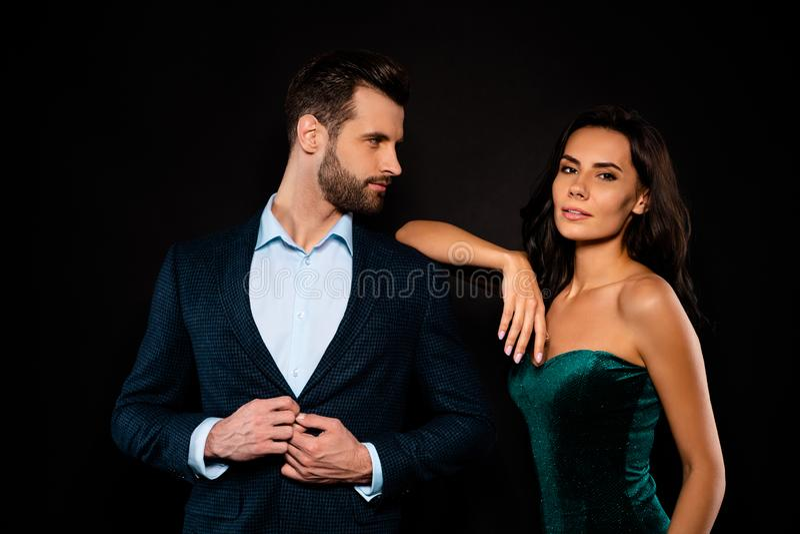 Sluit mooie omhoog foto zij haar elegante damevrouw hij hem zijn echtgenoot die rijke zekere Mevr.m. gaande partijgebeurtenis ver royalty-vrije stock foto
