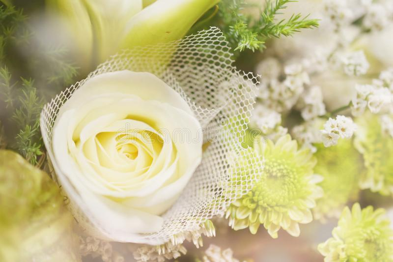 Sluit mooie Wit steeg bloemboeket royalty-vrije stock fotografie