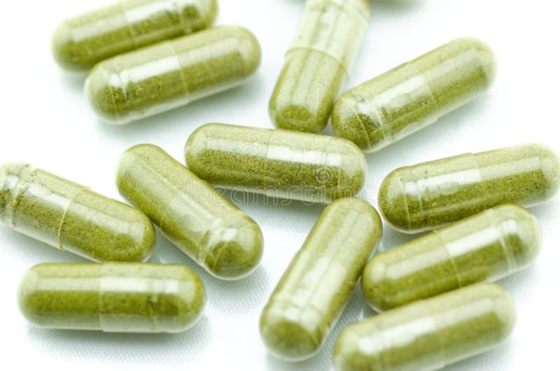 Sluit moringa omhoog capsulepillen stock afbeelding