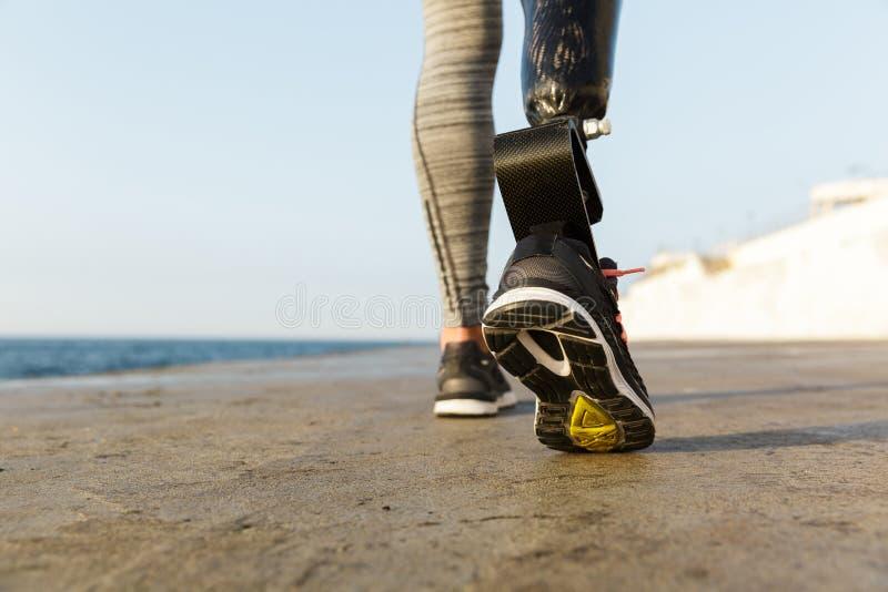 Sluit omhoog achtermening van gehandicapte atletenvrouw royalty-vrije stock foto