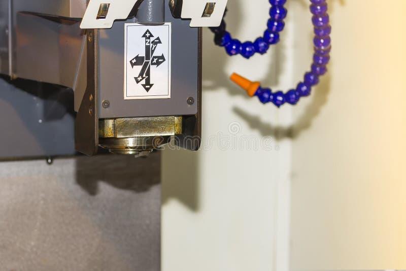 Sluit omhoog as van hoge precisiecnc machinaal bewerkend centrum voor automatische deel productie bij fabriek royalty-vrije stock afbeeldingen