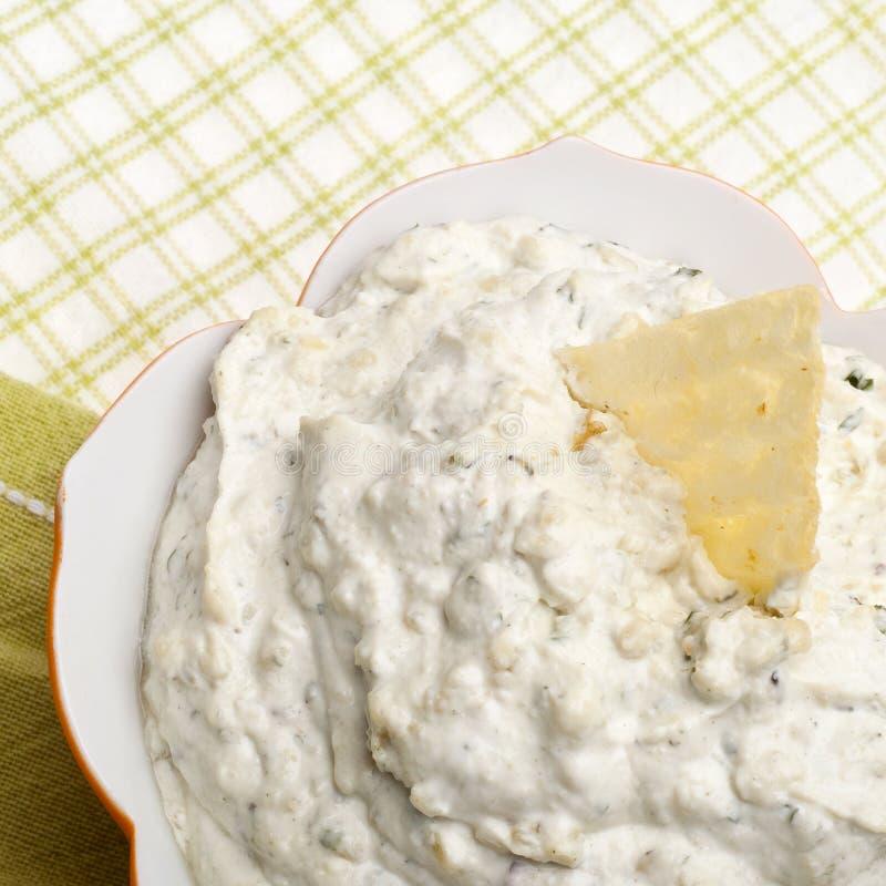 Sluit omhoog Beeld van de Onderdompeling van de Artisjok van de Parmezaanse kaas royalty-vrije stock afbeeldingen
