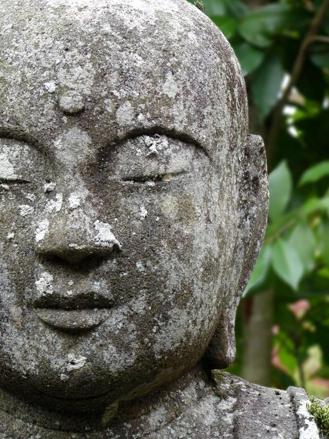 Sluit omhoog beeld van het mooie Standbeeld van Boedha in de Eikando-Tempel in Kyoto royalty-vrije stock afbeelding