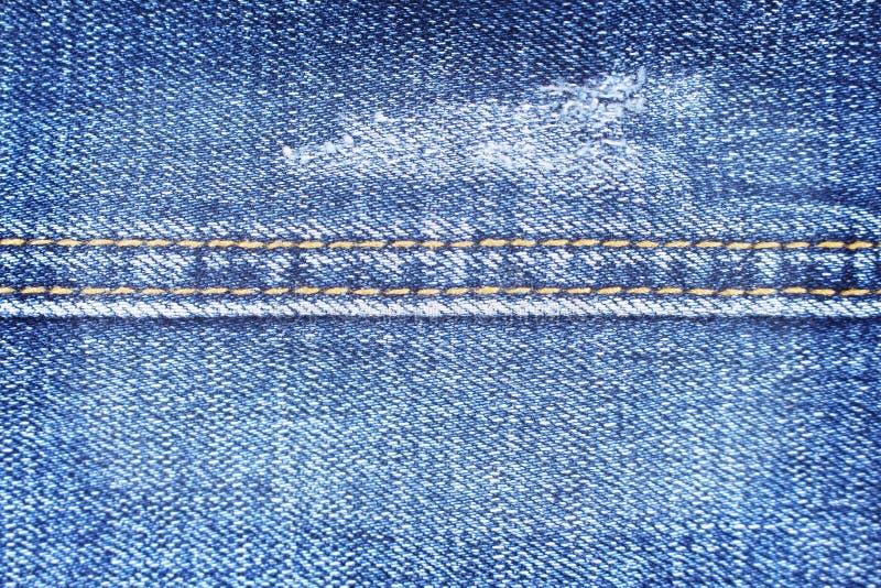 Sluit omhoog Blauwe denimtextuur met dubbele draad naaiende patronen, jeansstof voor achtergrond stock afbeelding