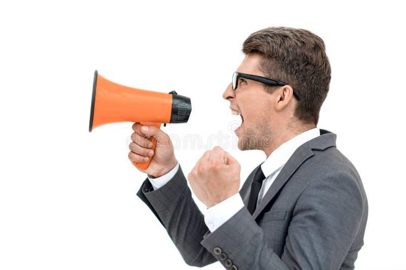 Sluit omhoog boze zakenman die in megafoon schreeuwen stock foto's