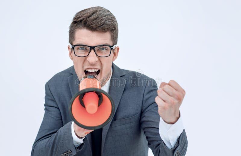 Sluit omhoog boze zakenman met een megafoon stock fotografie
