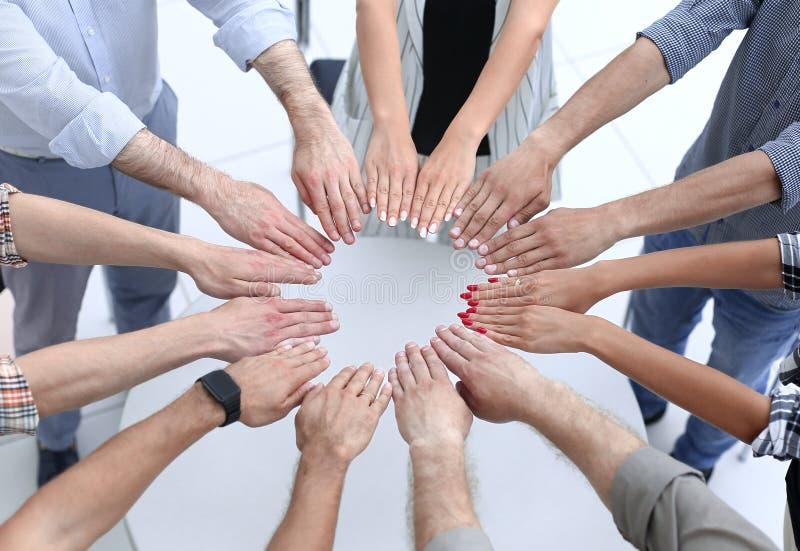 Sluit omhoog Cirkel die van handen wordt gemaakt royalty-vrije stock fotografie