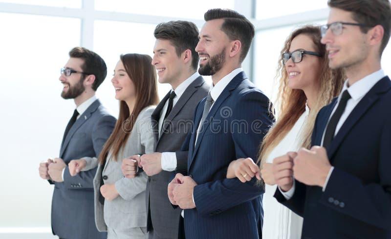 Sluit omhoog Commerciële teamholding elkaar de handen van ` s stock afbeelding