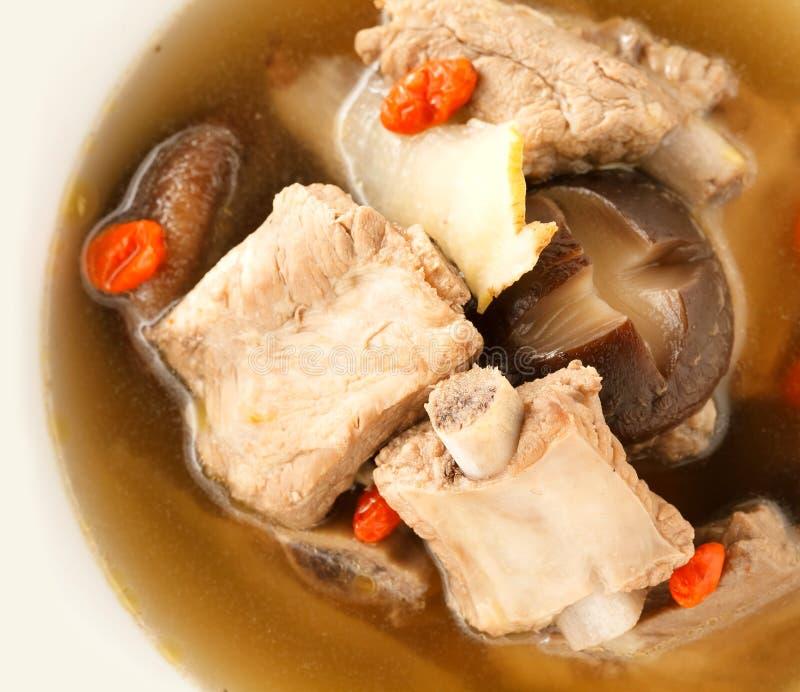 Sluit omhoog de duidelijke soep van Varkensvleesribben royalty-vrije stock fotografie