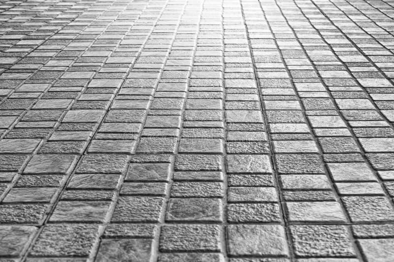 Sluit omhoog de stoep van de tegelsvloer voor de buitenachtergrond van de straatgang stock afbeelding