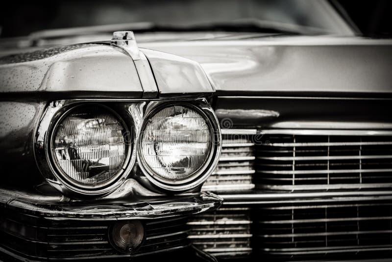 Sluit omhoog detail van herstelde klassieke Amerikaanse auto stock fotografie