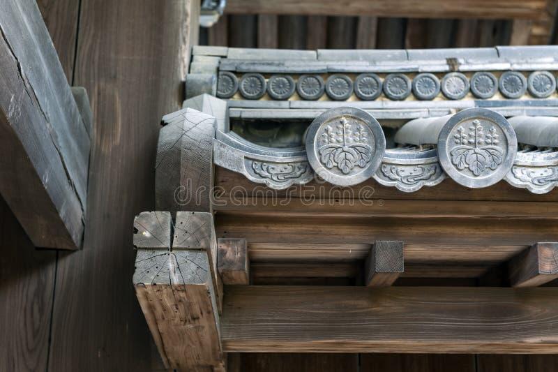 Sluit omhoog details van Hanagawara of de versiering van de daktegel met bloemen en installatieontwerpen in traditionele Japanse  royalty-vrije stock foto