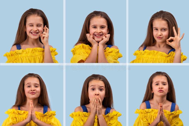 Sluit omhoog diverse emotionele portretten van jong blonde glimlachend meisje die gele sundress op blauwe achtergrond dragen, stock foto