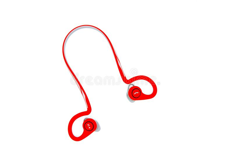 Sluit omhoog en de hoogste oortelefoon van menings rode bluetooth stock fotografie