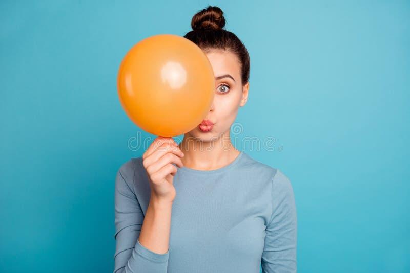 Sluit omhoog foto van de verbaasde funy dame geïmponeerde ongelooflijke sinaasappel van de de vrees omg onverwachte ongelooflijk royalty-vrije stock fotografie