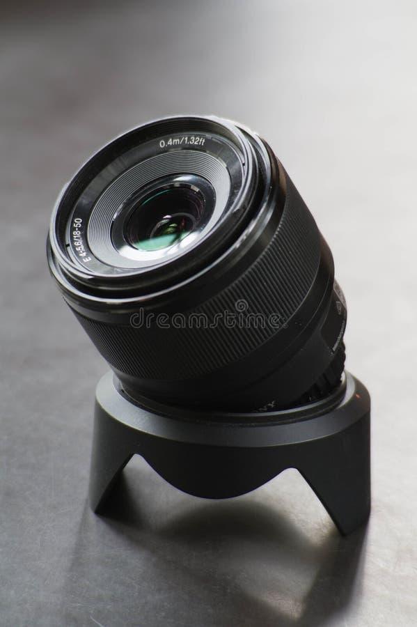 Sluit omhoog foto van een 18-55 cameralens stock foto's