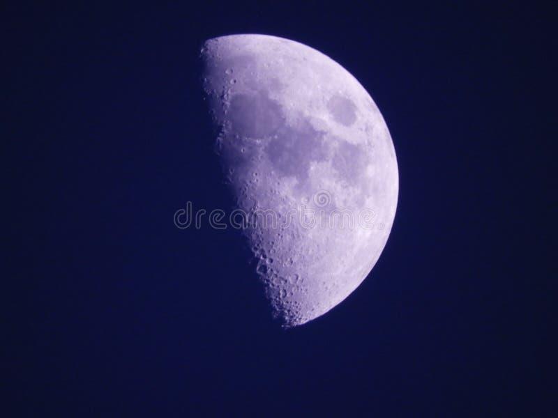 Sluit omhoog foto van maan in de nacht stock foto