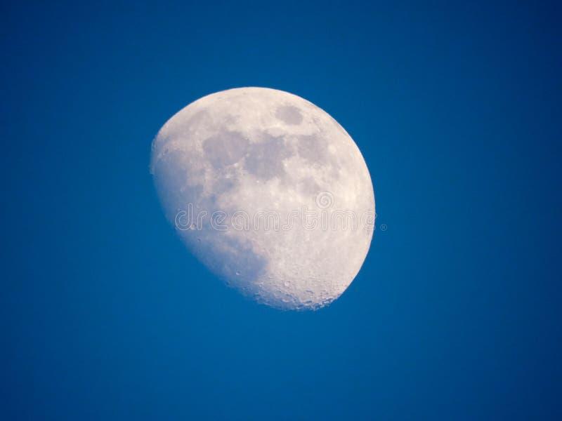 Sluit omhoog foto van maan in de nacht stock fotografie