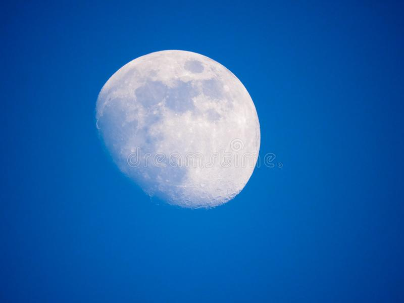 Sluit omhoog foto van maan in de nacht stock afbeelding