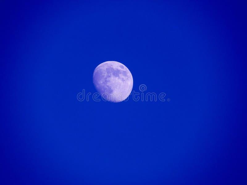 Sluit omhoog foto van maan in de nacht royalty-vrije stock afbeelding