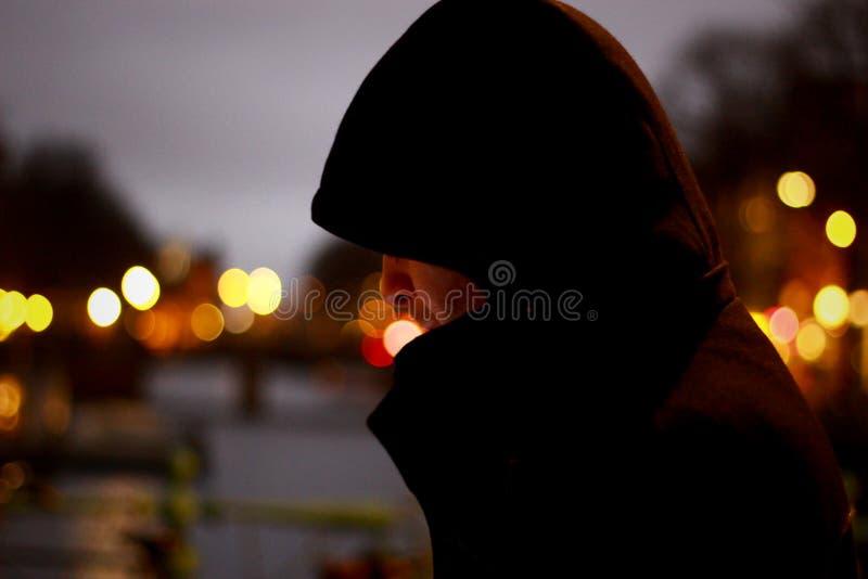 Sluit omhoog Foto van Person Wearing Hoodie stock afbeelding
