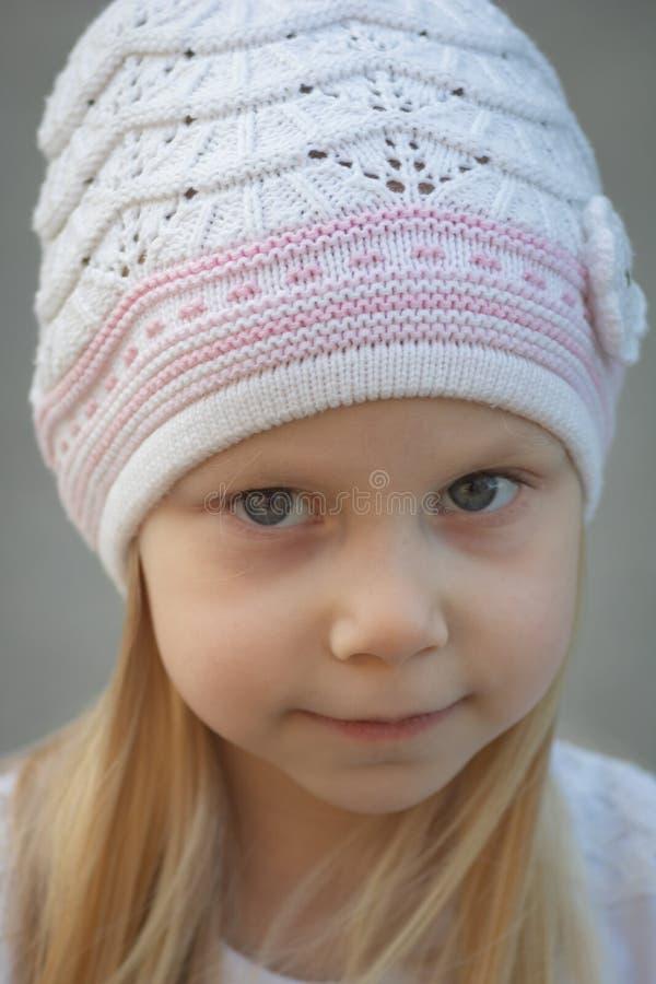 Sluit omhoog geschoten van een klein meisje royalty-vrije stock foto