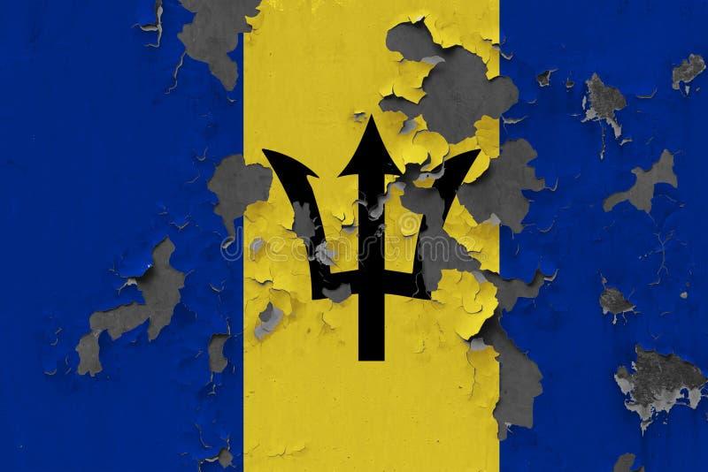 Sluit omhoog grungy, beschadigde en doorstane vlag van Barbados bij de muurschil van verf om binnenoppervlakte te zien royalty-vrije stock foto