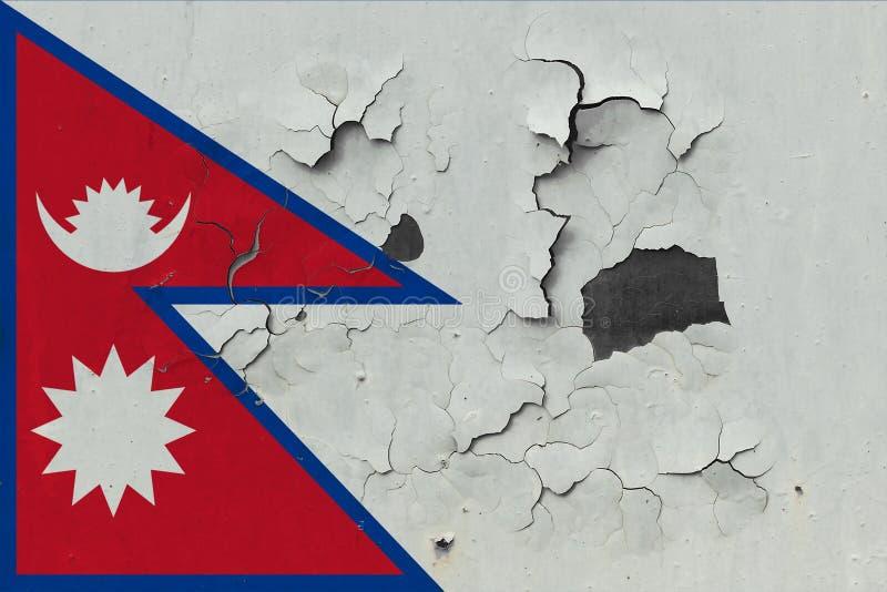 Sluit omhoog grungy, beschadigde en doorstane vlag van Nepal bij de muurschil van verf om binnenoppervlakte te zien royalty-vrije illustratie