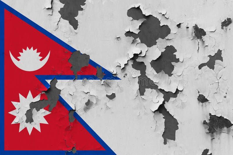 Sluit omhoog grungy, beschadigde en doorstane vlag van Nepal bij de muurschil van verf om binnenoppervlakte te zien stock illustratie