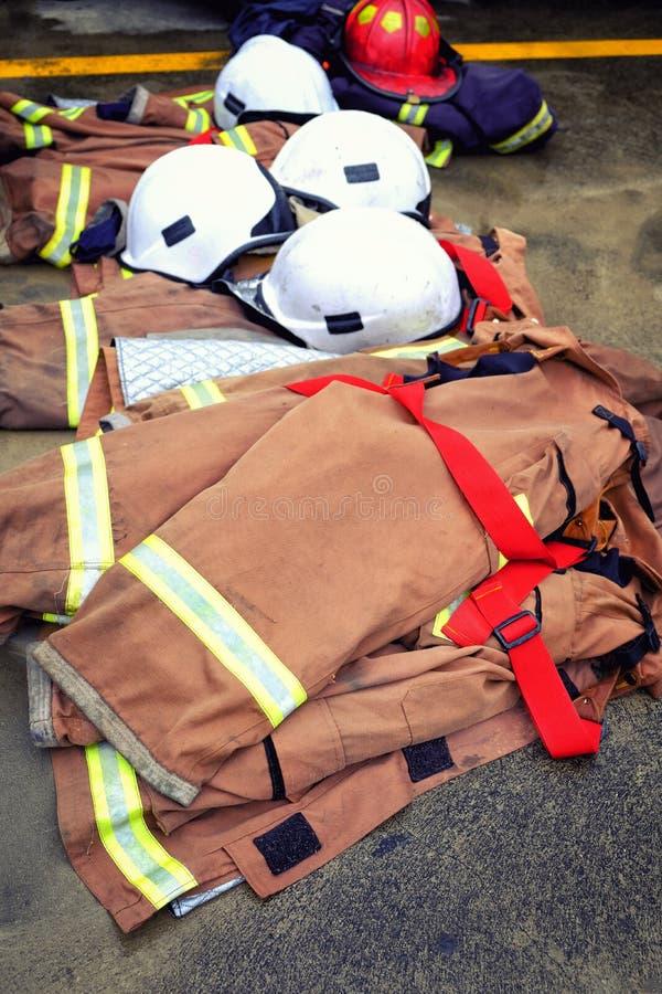Sluit omhoog het brandblusapparaat van de laaghoed ter plaatse stock foto