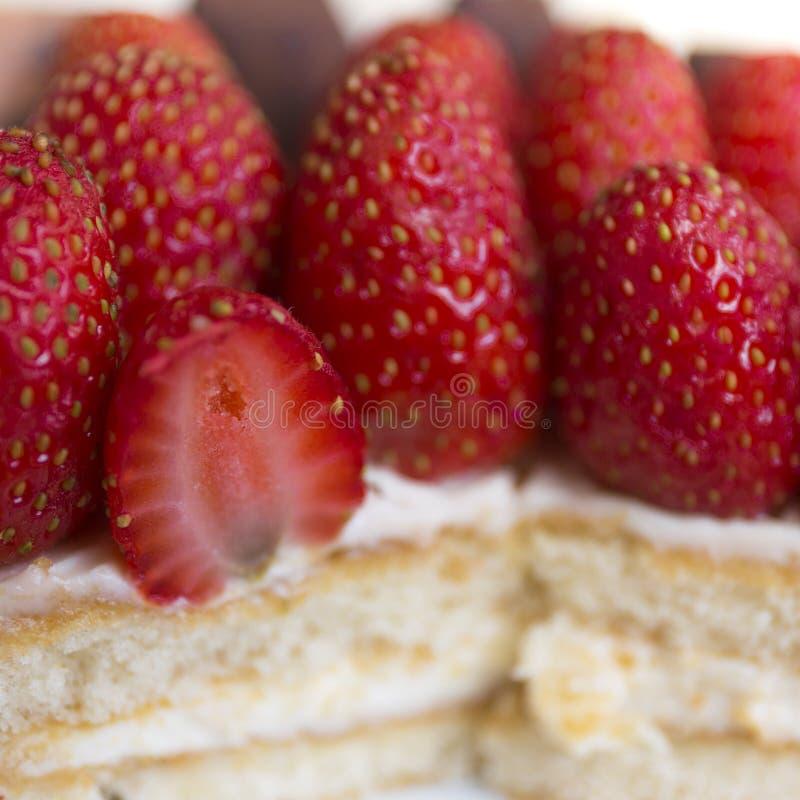 Sluit omhoog het dessert van de aardbeicake royalty-vrije stock foto's