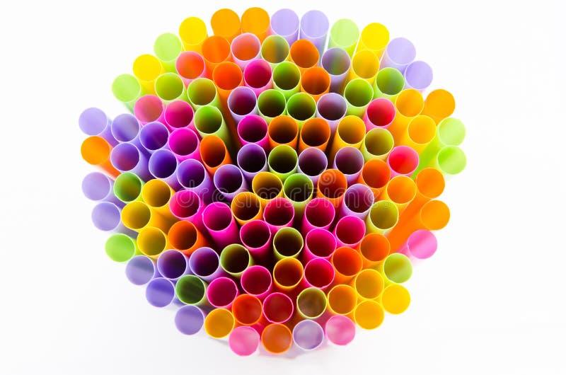 Sluit omhoog kleurrijk van het drinken stro op witte achtergrond royalty-vrije stock afbeelding