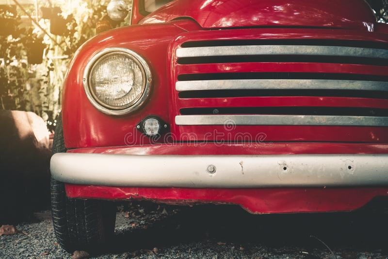 Sluit omhoog koplamp van klassieke auto, Uitstekende auto stock foto's