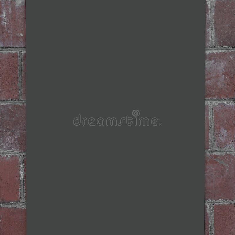 Sluit omhoog lege metaalplaat op bakstenen muur stock foto