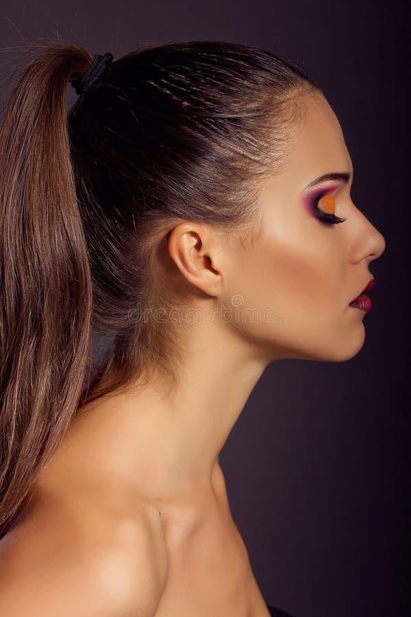 Sluit omhoog manierportret Het model schieten Make-up en Kapsel stock fotografie