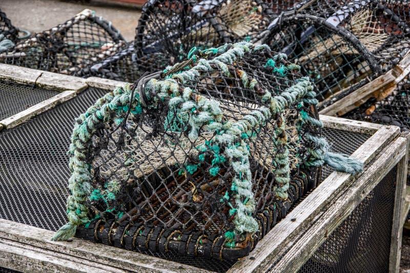 Sluit omhoog mening van één oude roestige vissersval royalty-vrije stock fotografie