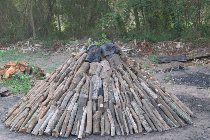 Sluit omhoog mening van een stapel van brandhout voor de winter, stapels van brandhout, stapels van brandhout, brandhoutachtergro royalty-vrije stock fotografie