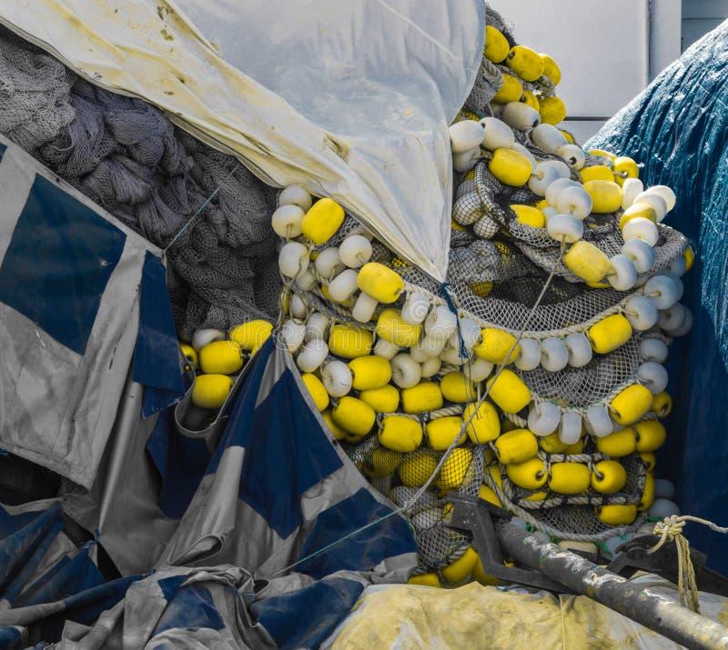 Sluit omhoog mening van verscheidene visnetten in een hoop stock afbeeldingen