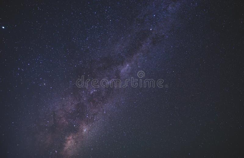 Sluit omhoog milkyway melkweg in de sterrige nacht stock afbeeldingen